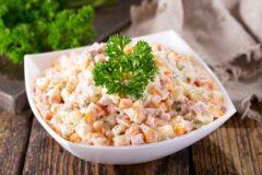 Русский салат, необыкновенно вкусная закуска на ваш стол.