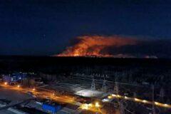 Пожар в Чернобыле усиливается, приближаясь к блоку IV. «Местная радиационная аварийная ситуация»