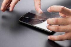 Как приклеить стекло на телефон
