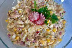Салат с копченой курицей и ананасом