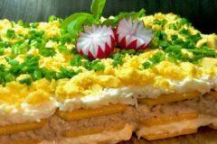 Салат с тунцом и сыром, готовим за 5 минут