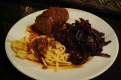 Вкусный куриный рулет с грибами и шпинатом на праздничный стол: готовлю вместо колбасы