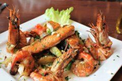 Простой салат с креветками, быстрый и лёгкий в приготовлении на который уходит всего 10 минут