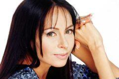 Почему с экранов телевизоров пропала известная певица Марина Хлебникова, и как она живет сейчас